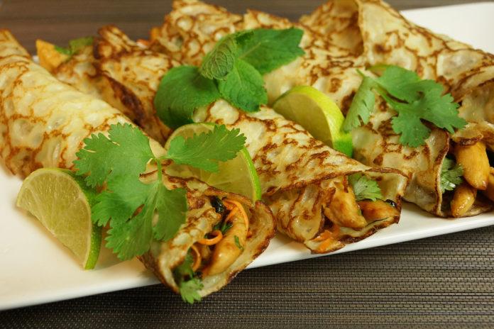 Crêpes thaï au lait de coco et poulet mariné au citron vert  042-crepe-696x464