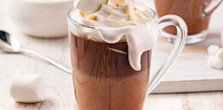 Chocolat chaud aux guimauves et crème de coco