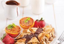 Crêpes aux noix, sauce moka et thé chaï